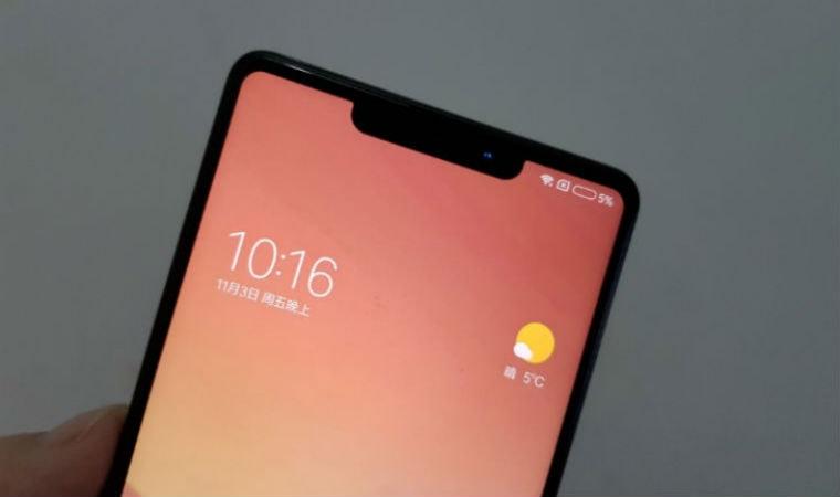 Xiaomi Mi Mix2S в руке