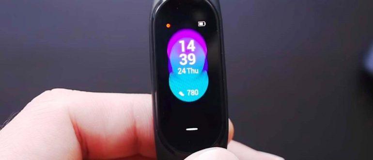 Обзор нового фитнес-браслета Xiaomi Mi Band 4 - сравнение с предыдущим трекером